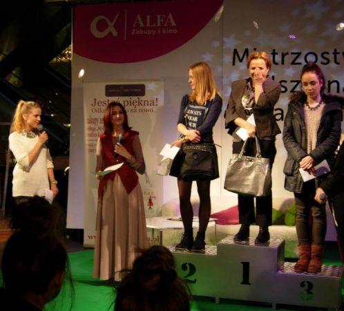 Izabela Jabłonowska i Jessica Mercedes, współprowadzące event w centrum handlowym.