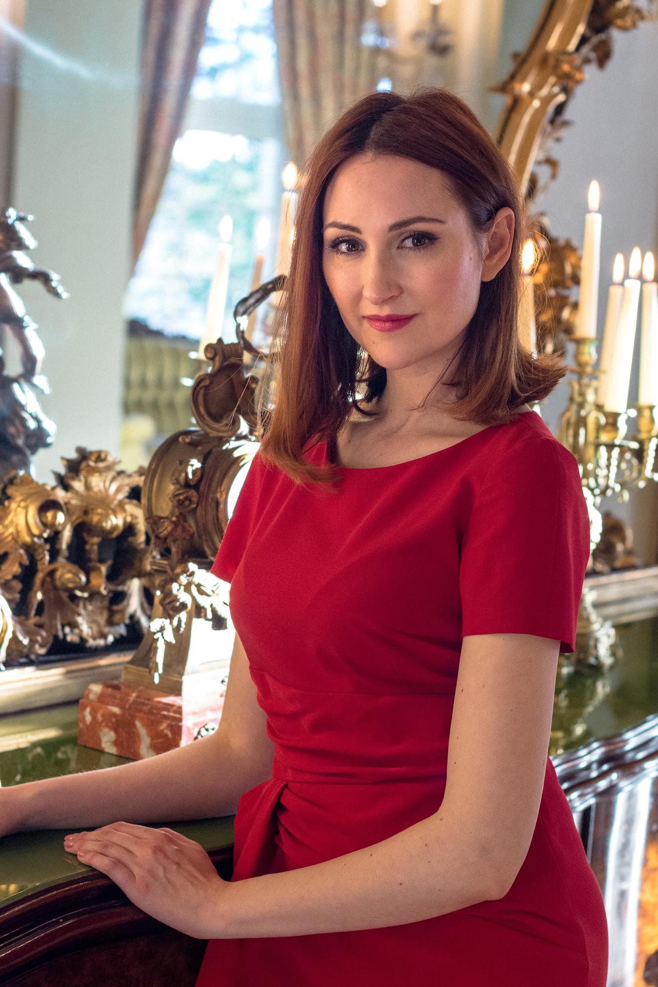osobista stylistka, połączenie czerwieni z różem, czerwona sukienka