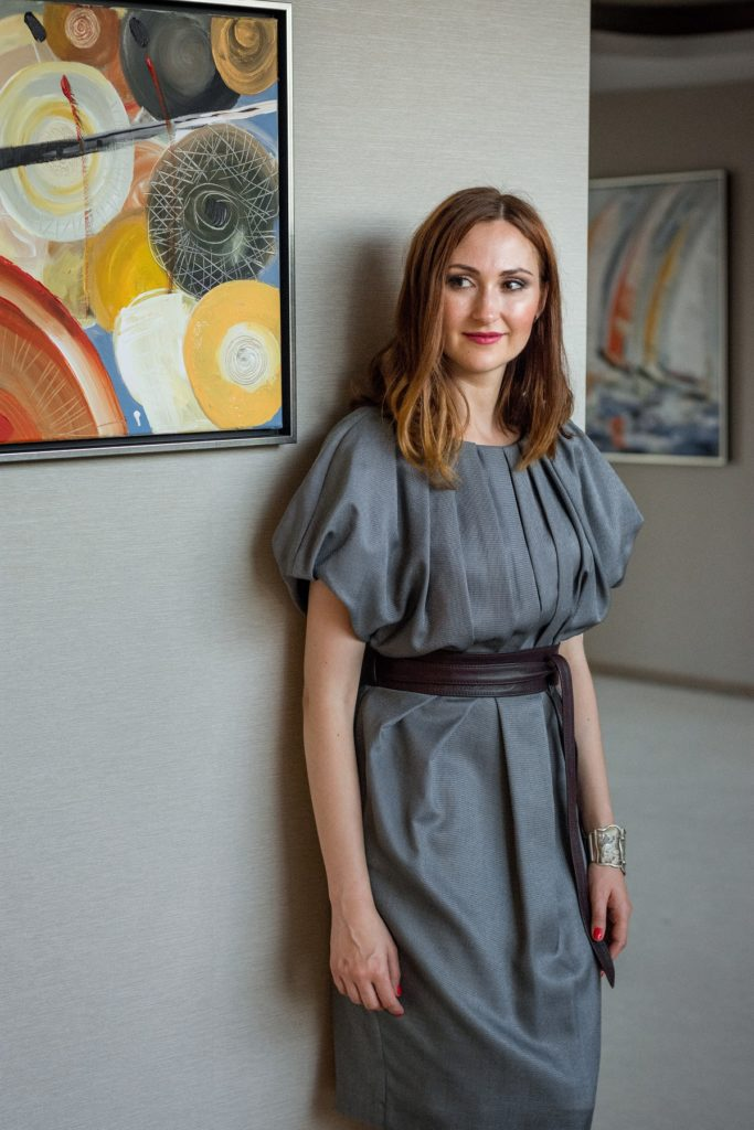 osobista stylistka Izabela Jabłonowska, szara sukienka