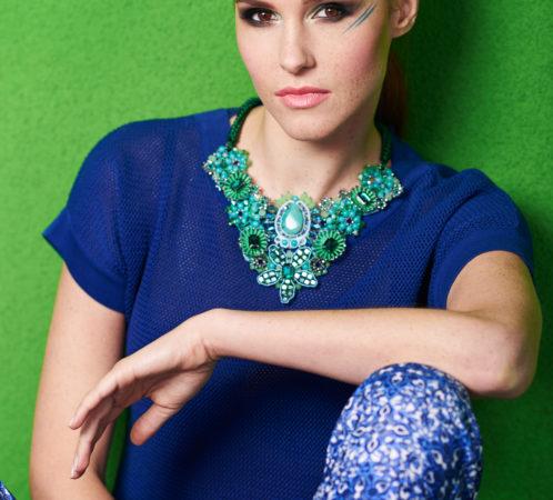 Stylizacje I. Jabłonowska, zdjęcia P. Ratuszyński, modelka V. Bronowicka, makijaż M. Tarasiewicz, fryzury E. Gryko; Fashion Time