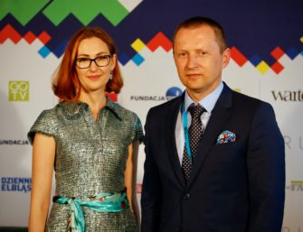Izabela Jabłonowska i Jarosław Tokarczyk (przedsiębiorca i kreator biznesu, założyciel Fundacji Przyszłość dla Dzieci, zarządza największą grupą medialną w północno-wschodniej Polsce).