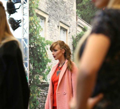 Stylizacja do pokazu mody.Targi Projektantów w Galerii Warmińskiej. I. Jabłonowska - dyrektorka artystyczna wydarzenia, stylistka.